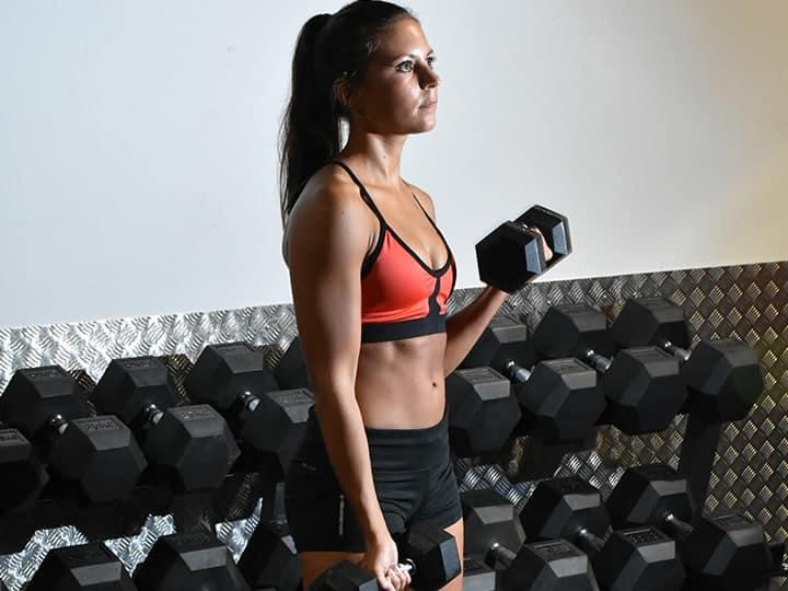 Musculation poids libre avec des haltères