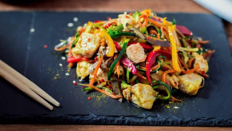 Wok poulet et légumes croquants